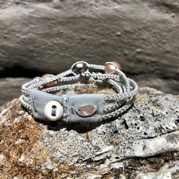 Perlen und Leder
