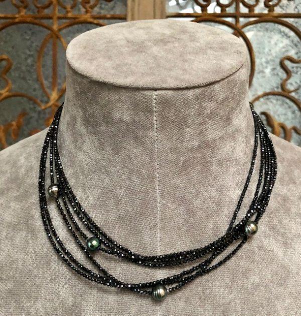 Gellner Urban Big Bang Collier 3 Reihig, schwarzer Spinell, glitzernd, Cool, elegant mit Verlängerugskettchen