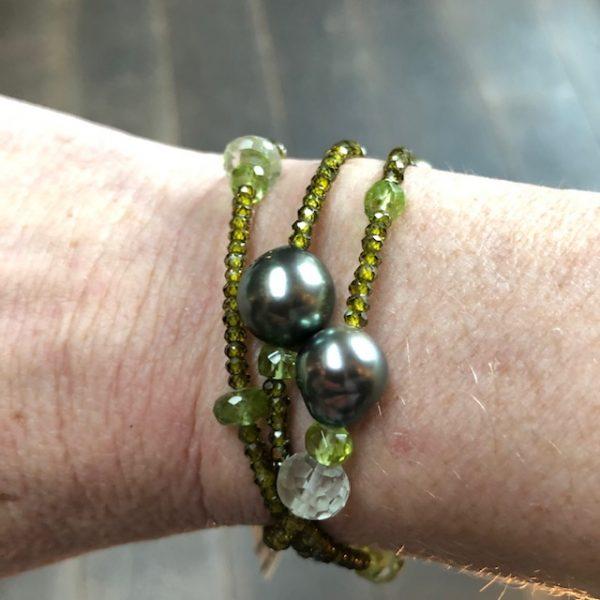 Gellner Urban BigBang Kette und aus grünen Peridot, grünem Amethyst und grünem Zircon mit 7 Tahitiperlen, als Kette oder dreifach gewickelt als Armband zu tragen, Sonderpreis, 54cm lang