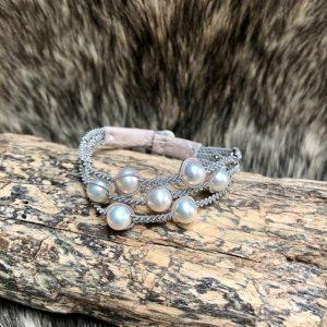 saamicrafts Armband mit sieben weissen Perlen dreireihig Unikat