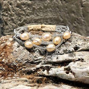 Dreireihiges Armband von saami crafts auf Silberzinn 7 champagnergoldenen Süßwasserperlen und kleinen Silberkugeln, handgemacht, made in germany, individuell, sonderanfertigung 18cm