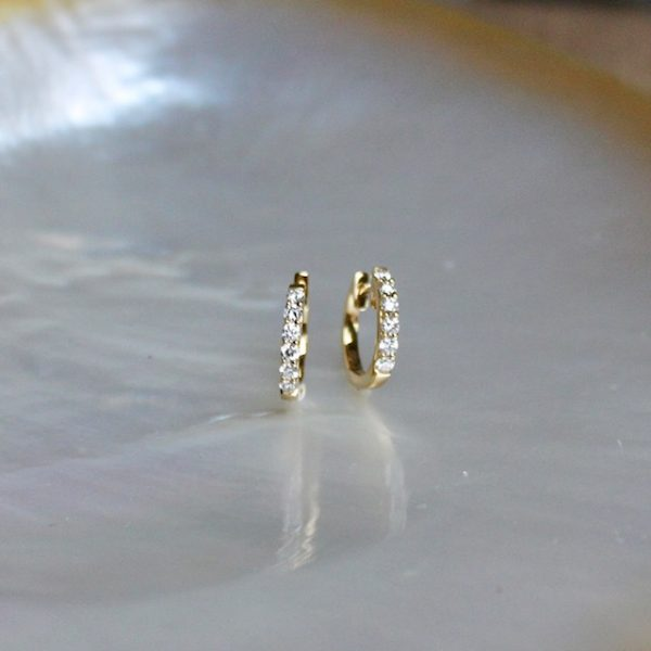 klassische runde Brillantcreolen aus Gelbgold 18k rund mit 12 Brillanten auf der Vorderseite 0,30 ct Juwelier Haarhaus