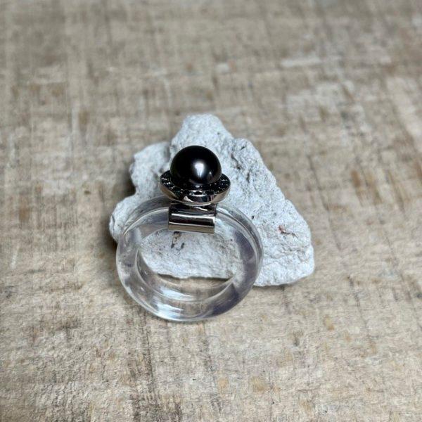 Schmuckdesignerin aus Düsseldorf Monika Seitter Sia Ring transparent zweifach gewickel schwarze Diamanten Tahiti Perle dunkel Unikat 1