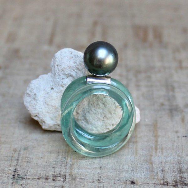 Monika Seitter Apollo Kunststoffring mit Tahiti Perle auf Silber gearbeitet, dreifach gewickelt, Designschmuck Düsseldorf