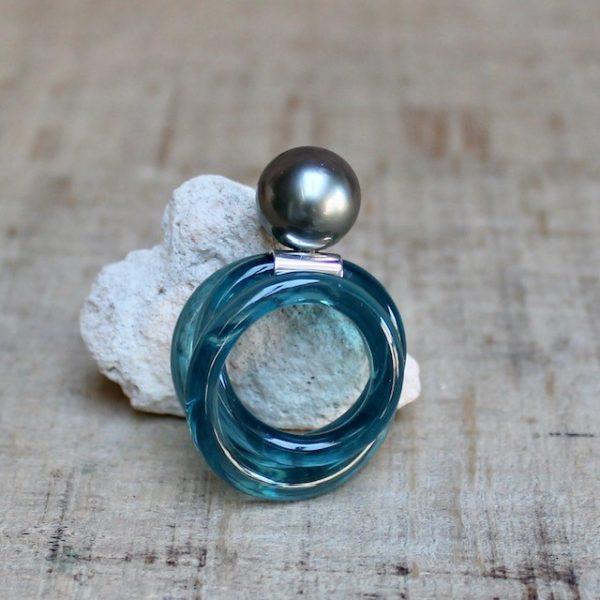 Monika Seitter Ring Kunststoff petrol Tahiti Perle auf Silber Schmuckdesign aus Düsseldorf