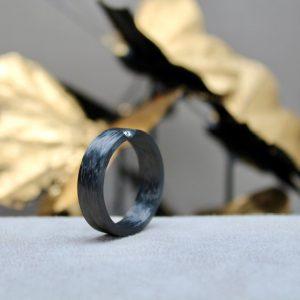 Schwab-Carbon-Ring-Brillant-in-Platin-Herrenring-Herrenschmuck-RC1300301-Ringweite 64-6,5mm breit Herrenring