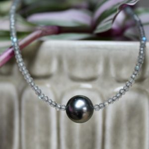 Haarhaus-Hesse-Perlenkette-graue-Tahitiperle-Labradorit