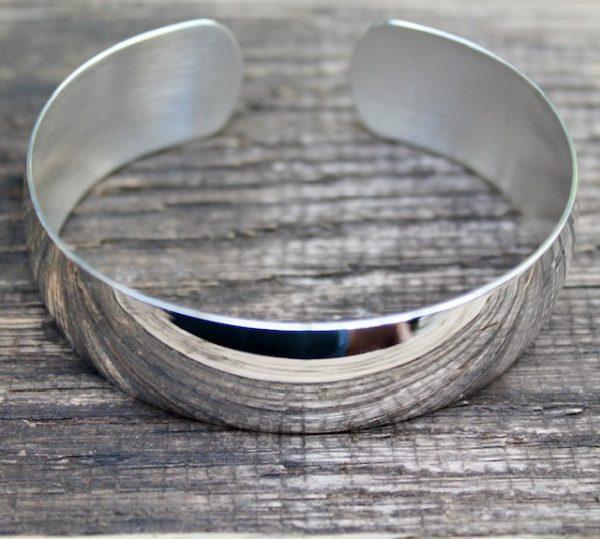Quinn-Armspange-Silber-poliert-20mm liegend