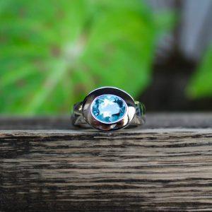 Quinn-Blautopas-hellblau-Ring-Silber-ovaler-Stein-021000012