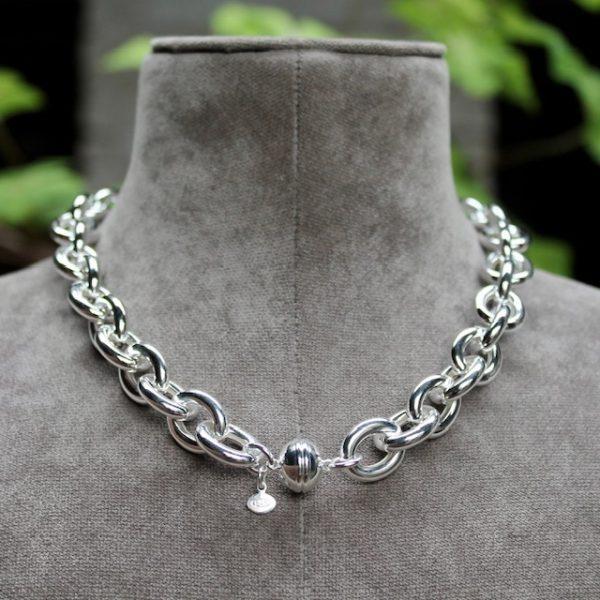 Quinn-Silberkette-Magnetverschluss-0270614-hinten Rundanker grosse Glieder 45cm